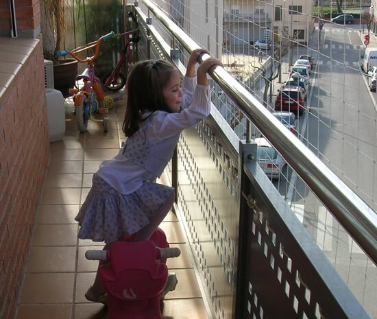Redes protecci n ni os para ventanas balcones escaleras y terrazas - Proteccion escaleras para ninos ...