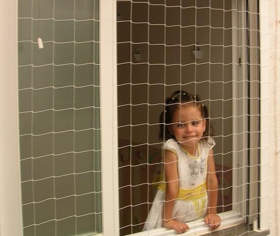 Redes protecci n ni os para ventanas balcones escaleras y terrazas - Proteccion de escaleras para ninos ...